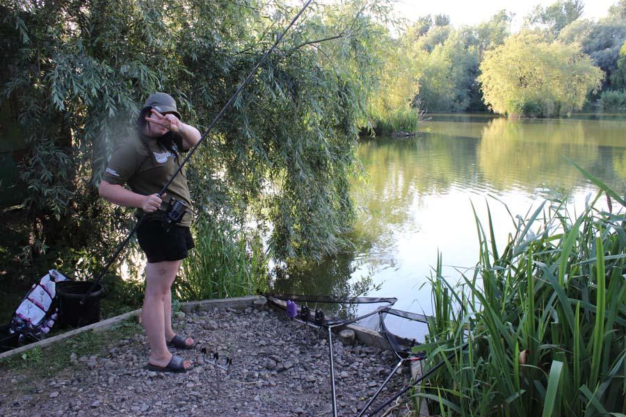 Молодожены на рыбалке